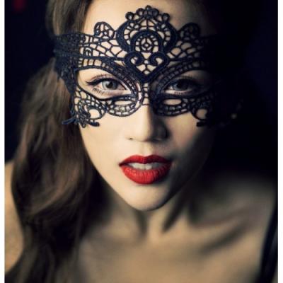 Черная ажурная маска