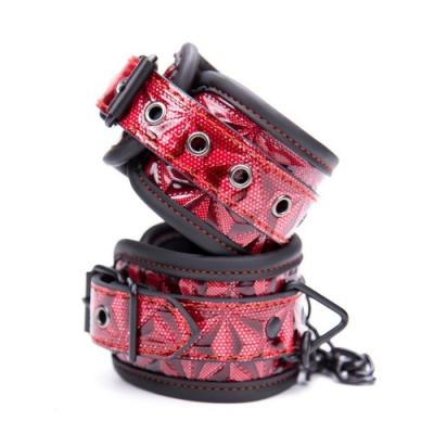 Дизайнерские поножи красно-черного цвета