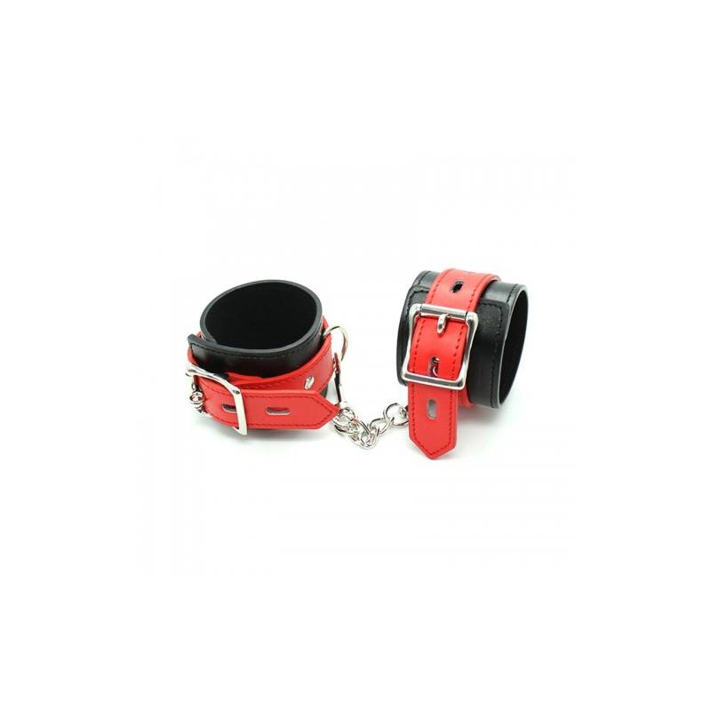 Черные наручники с красными ремешками