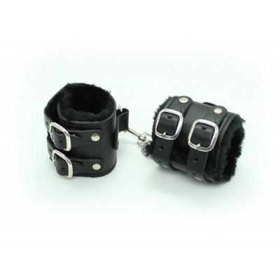 Широкие черные наручники с карабином