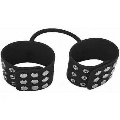 Черные силиконовые наручники на заклепках