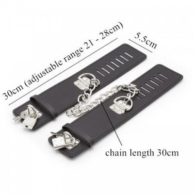 Черные наручники с замками