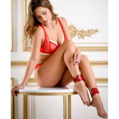 Элегантные поножи из натуральной кожи красного цвета