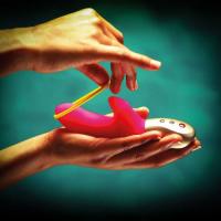 Мини-вибратор с клиторальной стимуляцией  Fun Factory Amorino голубой
