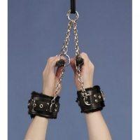 Бондажные подвесные манжеты с мехом