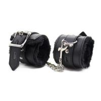 Черные поножи с меховой подкладкой